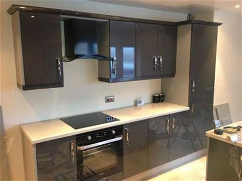 b q kitchen design gloss anthracite opt martin thompson joinery 1405