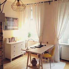 Schönes Officespace Mit Weichem Licht, Moderner Lampe Und