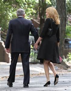 rene russo the intern black dress rene russo keeps the mood light with the intern co star