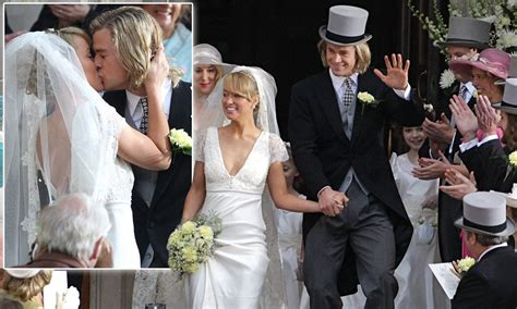 chris hemsworth  olivia wilde recreate wedding