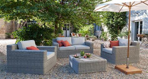 les de chevet castorama chaises et table de jardin aux couleurs vives pour un ete tendance