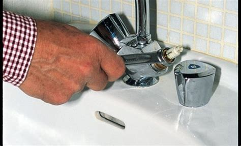 comment changer robinet cuisine débloquer un robinet grippé