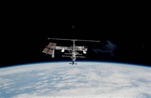 Unidentified Objects In Space Shuttle Mission Photo ...