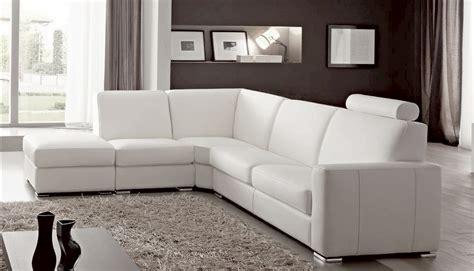 canap駸 italiens cuir canap angle en simili cuir vachette blanc