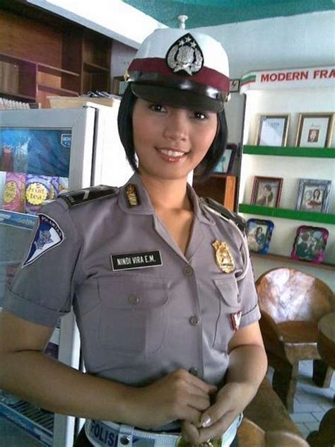 sexy police officers    world