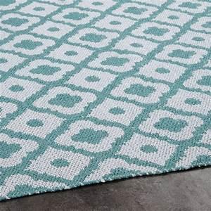 Outdoor Teppich : outdoor teppich mit wei en und blauen geometrischen motiven 140x200 jane maisons du monde ~ Buech-reservation.com Haus und Dekorationen
