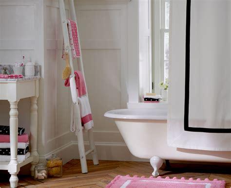 bathroom  teens  grasscloth wallpaper
