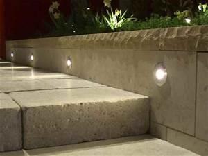 Treppenstufen Außen Granit : treppenbeleuchtung au en m glichkeiten und leuchtenvorschl ge ~ Frokenaadalensverden.com Haus und Dekorationen