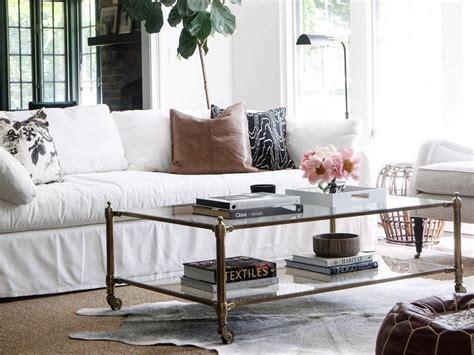 deco canape salon avec un canapé blanc 12 idées déco s 39 inspirer