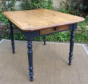 Table Cuisine Carrée : table carre en bois ~ Teatrodelosmanantiales.com Idées de Décoration