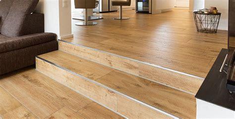 Fliesen Holzoptik Treppe by Treppenstufen Mit Fliesen Tipps Bei Fliesen Kemmler