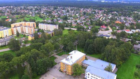 Viesturskola Valmierā no putna lidojuma. - YouTube