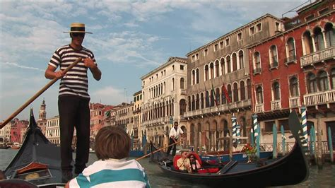 Venice Gondola Or Boat by How To Steer A Gondola Boat In Venice Youtube