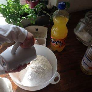Fanta Kuchen (Tassenrezept) Kinder, kommt essen!