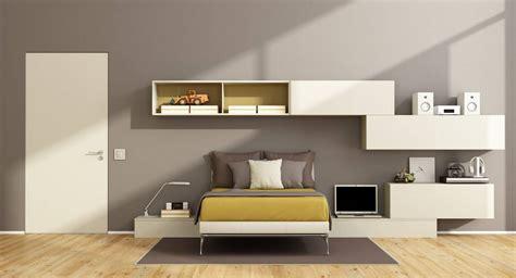 une chambre à coucher placard chambre coucher porte coulissante placard