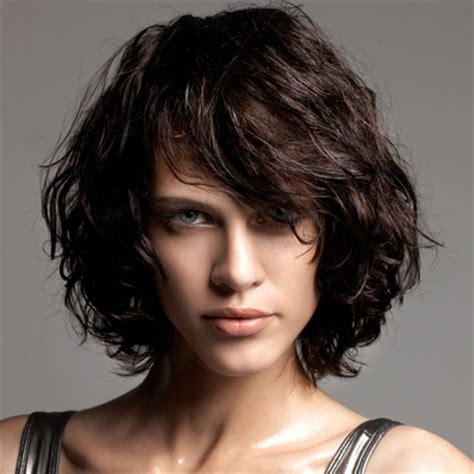 coupe de cheveux pour femme ronde et
