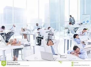Im Sitzen Schlafen : gruppe gesch ftsleute die im b ro schlafen stockfoto bild 50417304 ~ Watch28wear.com Haus und Dekorationen
