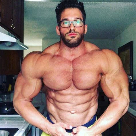 Huge shoulders @andyvelcich | Bodybuilding Gold
