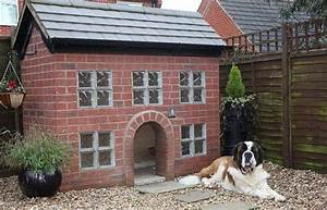 25 luxury doghouses we39d live in home garden do it for Huge dog pen