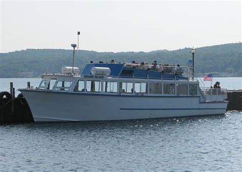 Boat Tours In Pictured Rocks by Pictured Rocks Cruises Munising Michigan