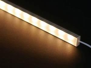 Led Lichtleiste Outdoor : schlanke filigrane led lichtleiste fenja in warmwei 2700k 700 lumen auf einen meter f r ~ Orissabook.com Haus und Dekorationen