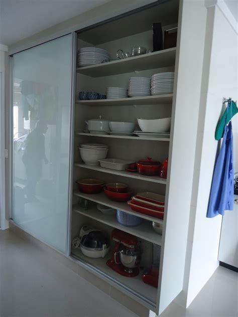 armario  cozinha dispensa de alimentos loucaria