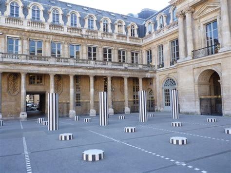location chambre d hotel au mois palais royal buren 39 s columns photo tour du palais