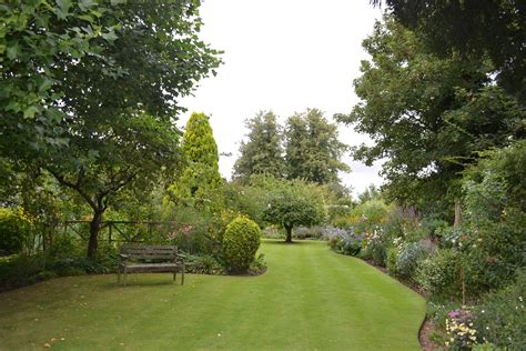 best gardan britains best garden lawns ivinghoe turf news