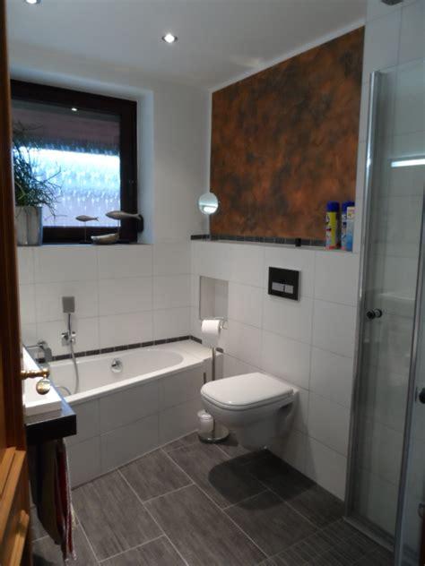 Raumsparwanne Mit Dusche by Badezimmer Mit Ebenerdiger Dusche Schmales Badezimmer Mit