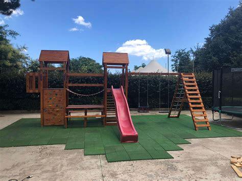 piastrelle gomma antitrauma pavimenti esterni per parco giochi realizzati in gomma