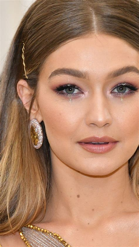 wallpaper gigi hadid  popular celebs celebrities