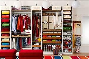 Dressing Petit Espace : comment organiser le rangement dans son dressing ideeco ~ Teatrodelosmanantiales.com Idées de Décoration
