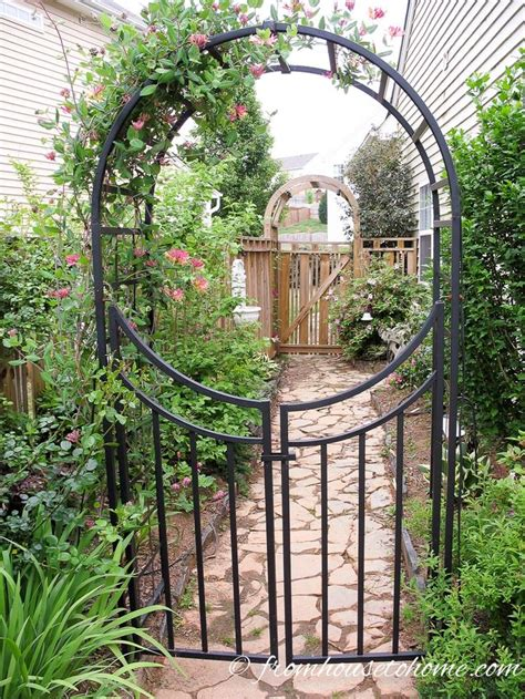 Metal Trellis by Best 25 Metal Arbor Ideas On Metal Pergola