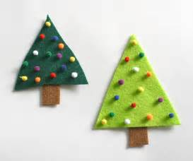 easy christmas crafts for kids felt christmas tree pin buggy and buddy
