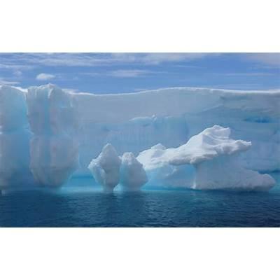 wallpapers: Huge Antarctic Iceberg Wallpapers