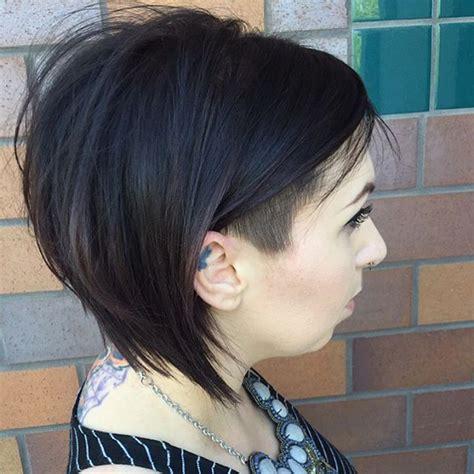 tendenze  capelli sfumati asimmetrici  colorati