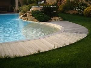 Plage de piscine immergée en galets naturels de rivière Carrelage et salle de bain La Seyne Var