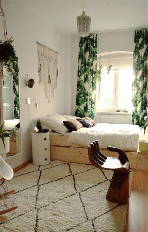 small bedroom interiors 1001 ideas de decoraci 243 n de dormitorios modernos 13241 | dormitorios de matrimonio cama de madera cortinas verdes espejo grande paredes blancos cojines
