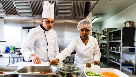 emploi chef de cuisine marseille des chefs forment des femmes des quartiers au