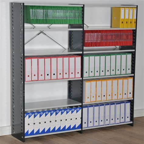 m駭age dans les bureaux rayonnage archives avec parois pleines espace equipement