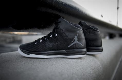 Air Jordan 31 Black Cat •