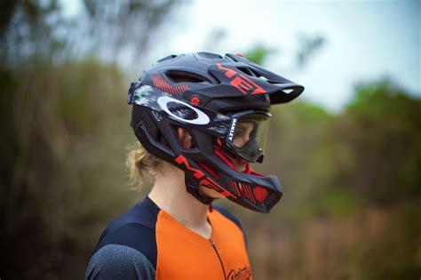 helm bell downhill tested met parachute flow mountain bike flow mountain