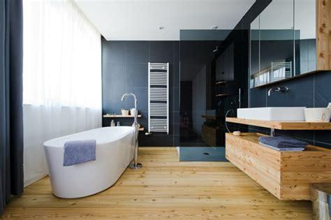 Holzdielen Traditioneller Bodenbelag Mit Modernem Komfort by Moderne Badm 246 Bel Die Schick Und Einzigartig Aussehen