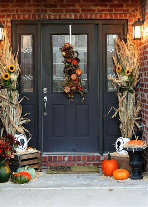 cozy thanksgiving front door decor ideas digsdigs