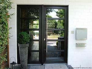 Haustüren Mit Viel Glas : zweiteilige hauseingangst r mit schwarzen riegeln aus ~ Michelbontemps.com Haus und Dekorationen