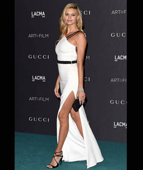 Kelly Rohrbach Reveals Her Sensational Legs In Thigh