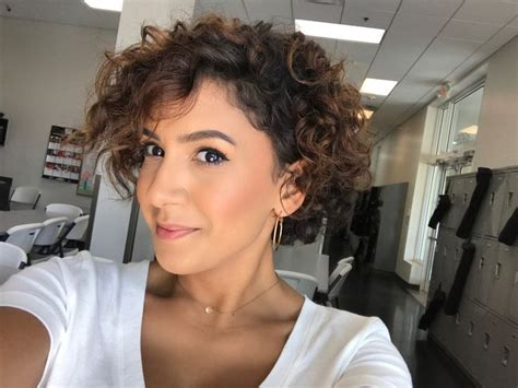 Best 25+ Curly Pixie Cuts Ideas On Pinterest