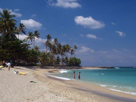 indah sulistiya  pantai terindah  indonesia