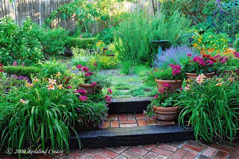 back yard gardens rosalind creasy s edible gardens lorna sass at large