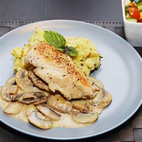 cuisiner le poulet en sauce recette blancs de poulet sauce suprême